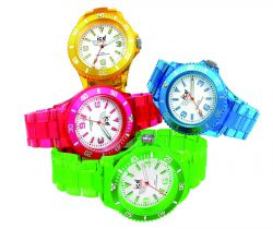 Ice-Watch zeigt leuchtende Neon-Uhren