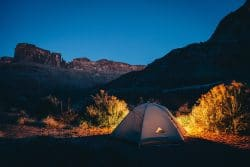 Feldbett beim Camping